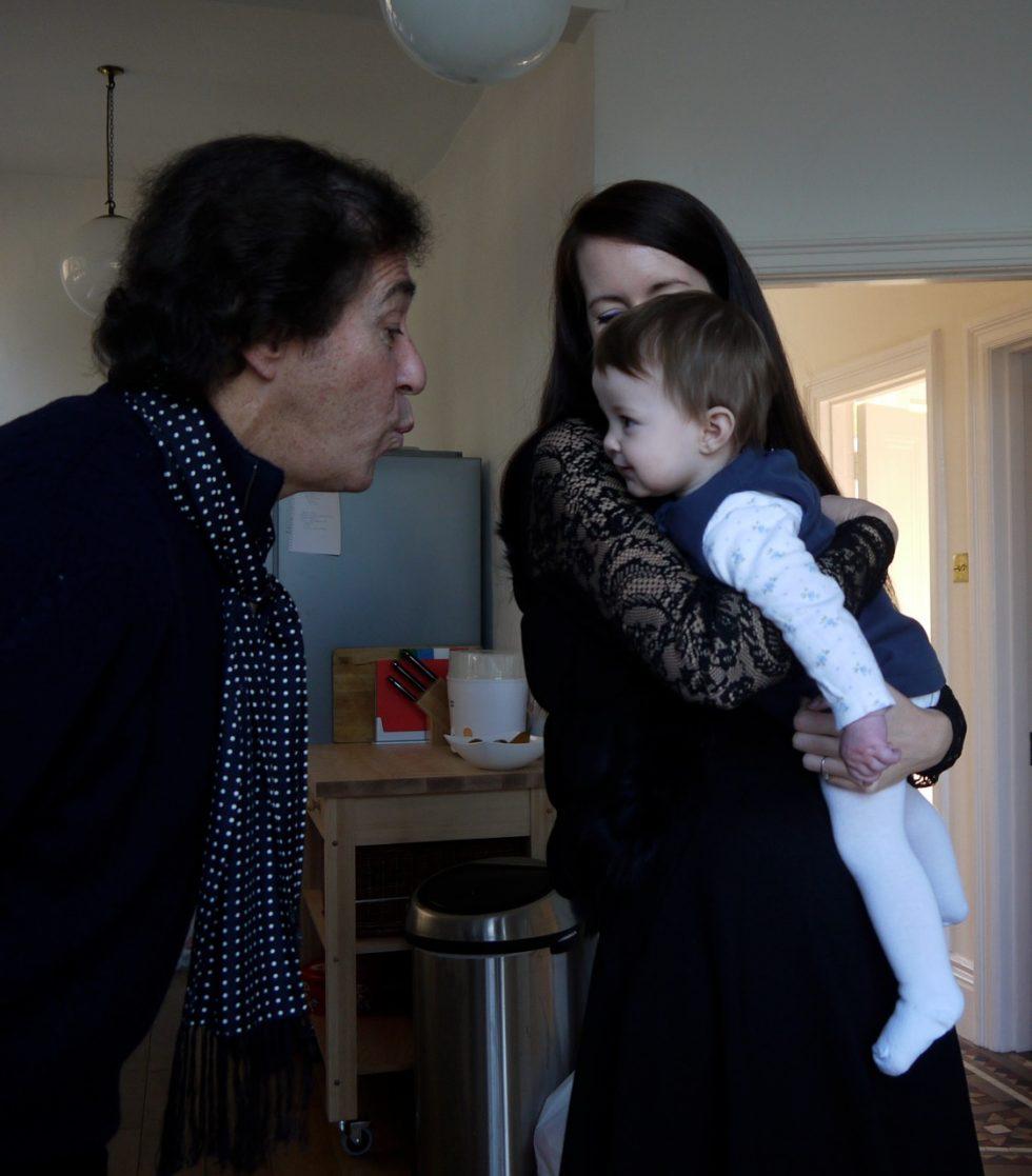 Juan con su nieta Sofia